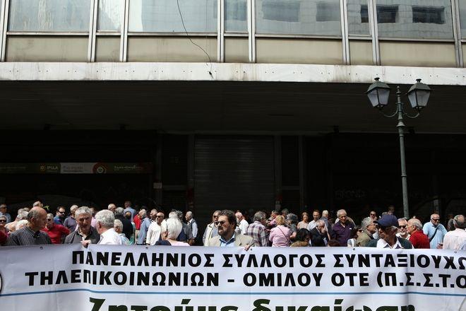 Συγκέντρωση διαμαρτυρίας συνταξιούχων έξω από το ΣτΕ