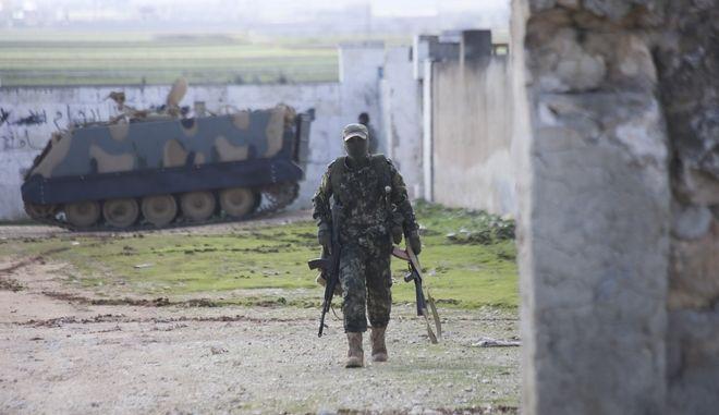Στρατιώτης στη Συρία