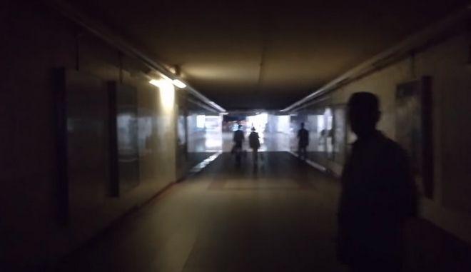 Η στιγμή του μπλακ αουτ στο μετρό Συντάγματος