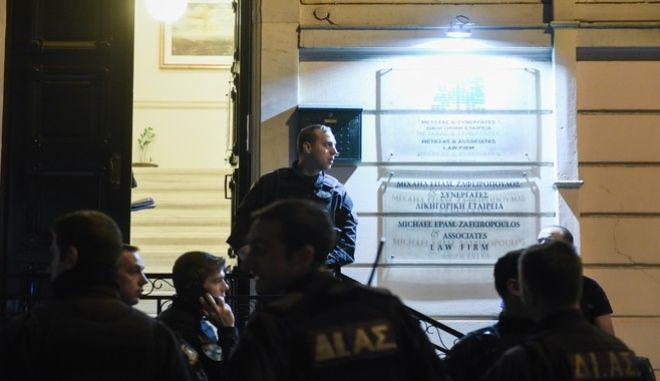 Στιγμιότυπο από το γραφείο του δικηγόρου Μιχάλη Ζαφειρόπουλου στο Κολωνάκι όπου δολοφονήθηκε