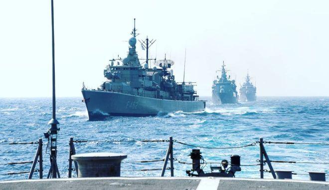 "Aσκήσεις Ελλάδας - ΗΠΑ στη Μεσόγειο: Η φρεγάτα ΨΑΡΑ μαζί με το αεροπλανοφόρο ""Αϊζενχάουερ"""