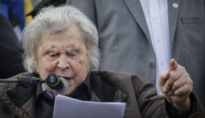 Ο Μίκης Θεοδωράκης ως ομιλητής στο συλλαλητήριο για την Μακεδονία στην πλατεία Συντάγματος, Κυριακή 4/2/2018. (EUROKINISSI/ΓΙΑΝΝΗΣ ΠΑΝΑΓΟΠΟΥΛΟΣ)