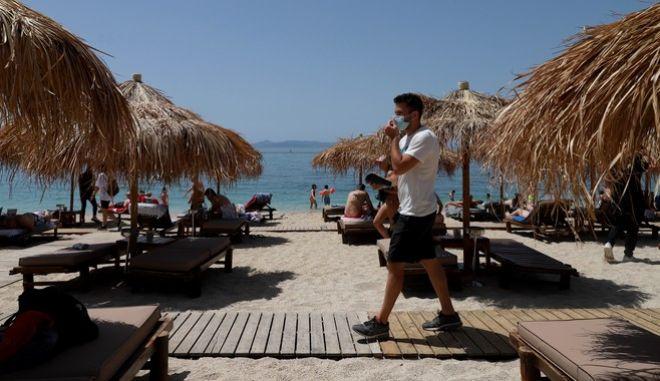 """Κόσμος στις παραλίες από την """"πρεμιέρα"""" της επαναλειτουργίας τους"""