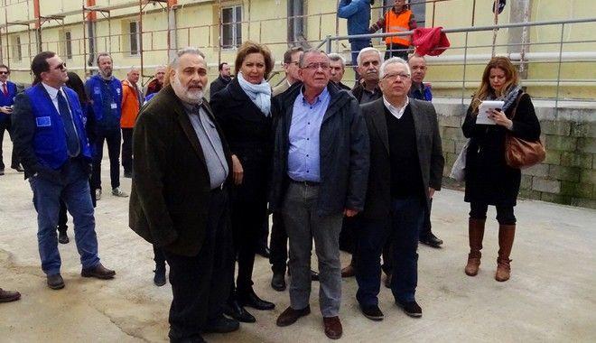 Εγκαίνια του Κέντρου Φιλοξενίας Προσφύγων στη Θήβα, την Τρίτη 14 Μαρτίου 2017.  Το νέο κέντρο αποτελείται από 130 κοντέινερ,πλήρως εφοδιασμένα με κουκέτες, κουζίνα και κλιματιστικά, και σύμφωνα με πληροφορίες αναμένεται να φιλοξενήσει τις πρώτες οικογένειες προσφύγων και μεταναστών από το Ελληνικό καθώς πρόθεσή του υπουργείου είναι η σταδιακή αποσυμφόρηση και η μετέπειτα εκκένωση των πρώην ολυμπιακών εγκαταστάσεων και της αίθουσας αφίξεων του παλαιού αερολιμένα. (EUROKINISSI)