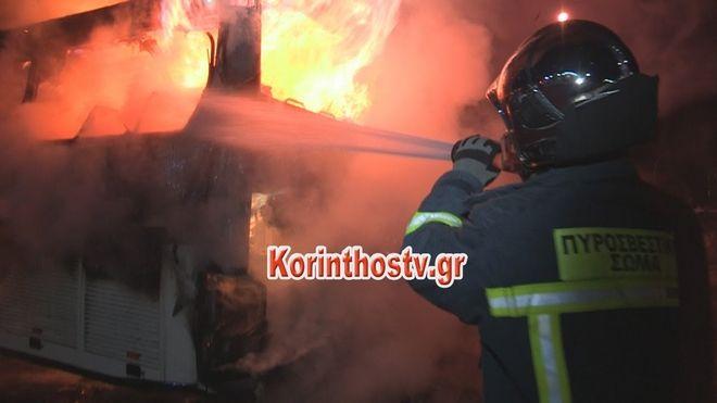 Κόρινθος: Λεωφορείο πήρε φωτιά εν κινήσει και κάηκε ολοσχερώς στον Ισθμό
