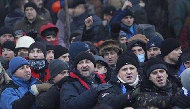 Χάος στην Ουκρανία: Οι διαδηλωτές καταλαμβάνουν ένα ένα τα υπουργεία