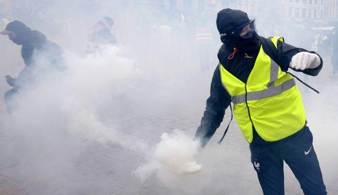 Στιγμιότυπο από διαδήλωση των κίτρινων γιλέκων στη Λιλ της Γαλλίας