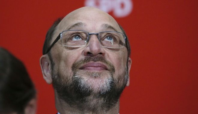 FILE - In this May 8, 2017 file photo, Germany's Social Democratic Party, SPD, chairman and top candidate in the upcoming general election Martin Schulz looks up at a news conference at the party's headquarters in Berlin.  Germanys most populous state is holding an election Sunday May 14, 2017 that serves as a prelude to a national vote four months away, and could give conservative Chancellor Angela Merkel new momentum in her quest for a fourth term. The election for the state legislature in North Rhine-Westphalia is an important test for Merkels center-left challenger, Martin Schulz, whose partys poll ratings surged after he was nominated in January but have since sagged. (AP Photo/Markus Schreiber,file)