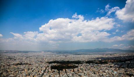 Σύννεφα πάνω από την Αθήνα