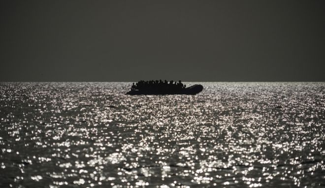 Μεσόγειος Θάλασσα, βάρκα με μετανάστες (φωτογραφία αρχείου)