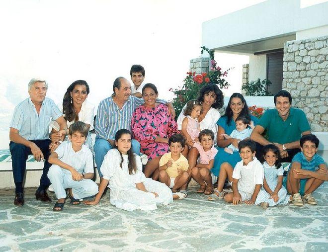 Οικογενειακή φωτογραφία στην οικία Κ. Μητσοτάκη στο Ακρωτήρι Χανίων, 1989