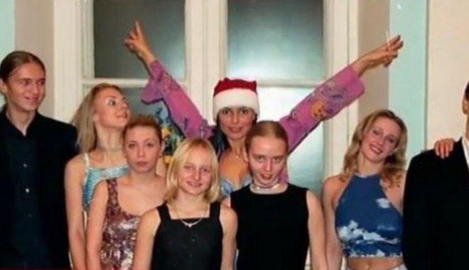 """Σπάνιες φωτογραφίες από τις """"άγνωστες κόρες"""" του Πούτιν"""