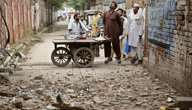 Πακιστάν: Ξεπέρασαν τους 350 οι νεκροί από τον σεισμό. Χωρίς φαγητό και στέγη χιλιάδες κάτοικοι