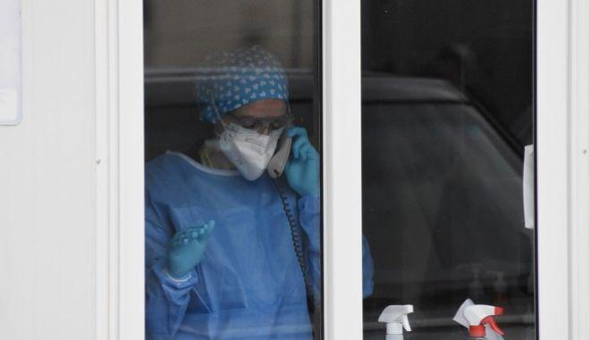 Γιατρός σε νοσοκομείο