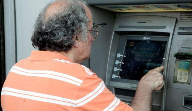 Αναδρομικά συνταξιούχων: Το μελετά η κυβέρνηση, πιέζει η αντιπολίτευση