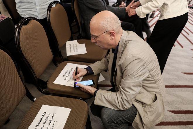 Η κενή καρέκλα του Βενιζέλου και τα ψηφοδέλτια του ΚΙΝΑΛ