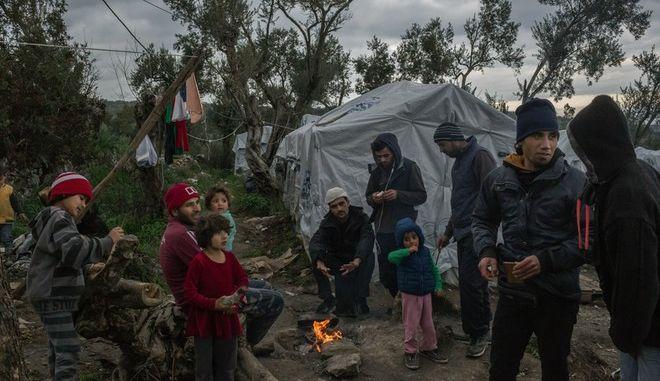 """Το δημοσίευμα των NY Times για τους καταυλισμούς προσφύγων στη Λέσβο τιτλοφορείται """"Το ελληνικό νησί της απελπισίας"""""""