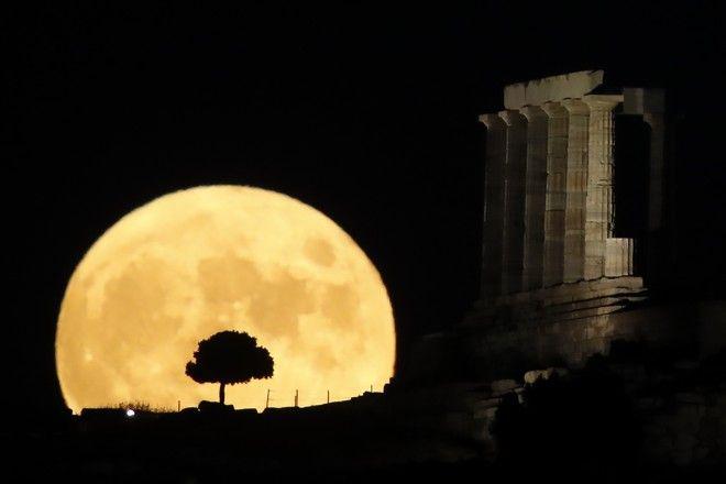 Αυγουστιάτικη Πανσέληνος στο Ναό του Ποσειδώνα