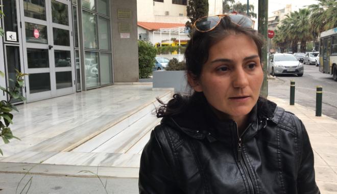 Η Δήμητρα Κινικλή είναι μια γυναίκα 34 χρονών που έχει αποφασίσει να ζει με τον σύζυγό της στο χωριό Πέραμα της Λέσβου