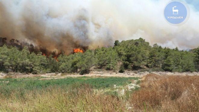 Ανεξέλεγκτη φωτιά στη Ρόδο