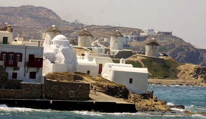 Εικόνα από το λιμάνι της Μυκόνου
