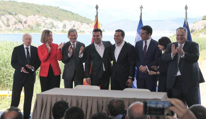 Φωτογραφία από την υπογραφή της Συμφωνίας των Πρεσπών