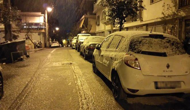 Καιρός: Χιόνια στα προάστια της Αττικής, τις βόρειες Κυκλάδες και την Εύβοια