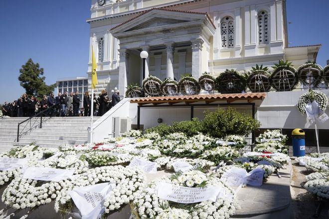 Προσκύνημα στην κηδεία του Στέλιου Σκλαβενίτη