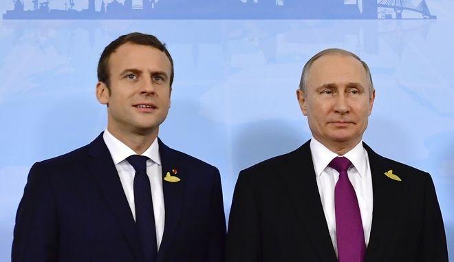 Ο Γάλλος πρόεδρος Εμανουέλ Μακρόν και ο πρόεδρος της Ρωσίας Βλαντίμιρ Πούτιν