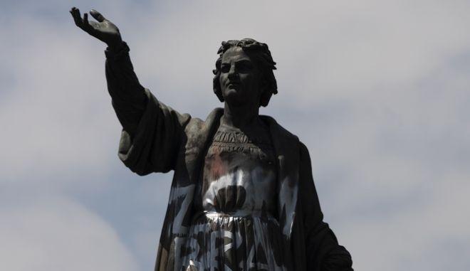 Το άγαλμα του Χριστόφορου Κολόμβου, σε κεντρικό δρόμο στο Μεξικό.