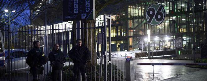 Τρόμος στη Γερμανία: Απετράπη μακελειό στο Ανόβερο. Εκκένωση γηπέδου και συναυλιακού χώρου