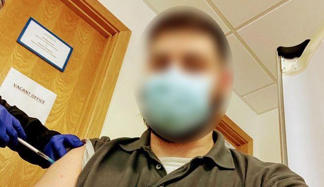 Ένας Χανιώτης έκανε το εμβόλιο κατά του κορονοϊού στο Λονδίνο