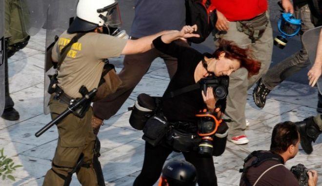 Ένοχος ο αστυνομικός που χτύπησε την Τατιάνα Μπόλαρη