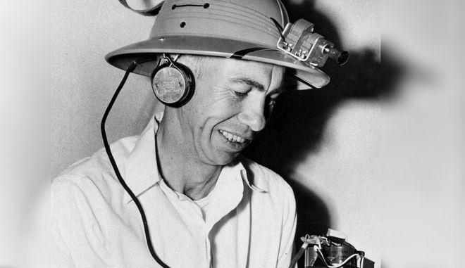 Το ραδιόφωνο - καπέλο που εφευρέθηκε στις ΗΠΑ πριν απο 70 χρόνια