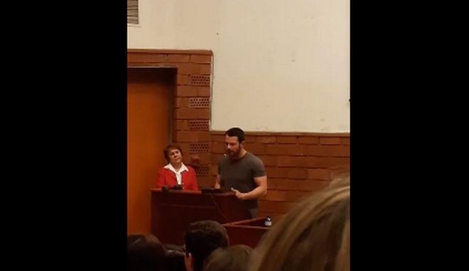Στιγμιότυπο από την ομιλία του Γιώργου Αγγελόπουλου στο Πάντειο