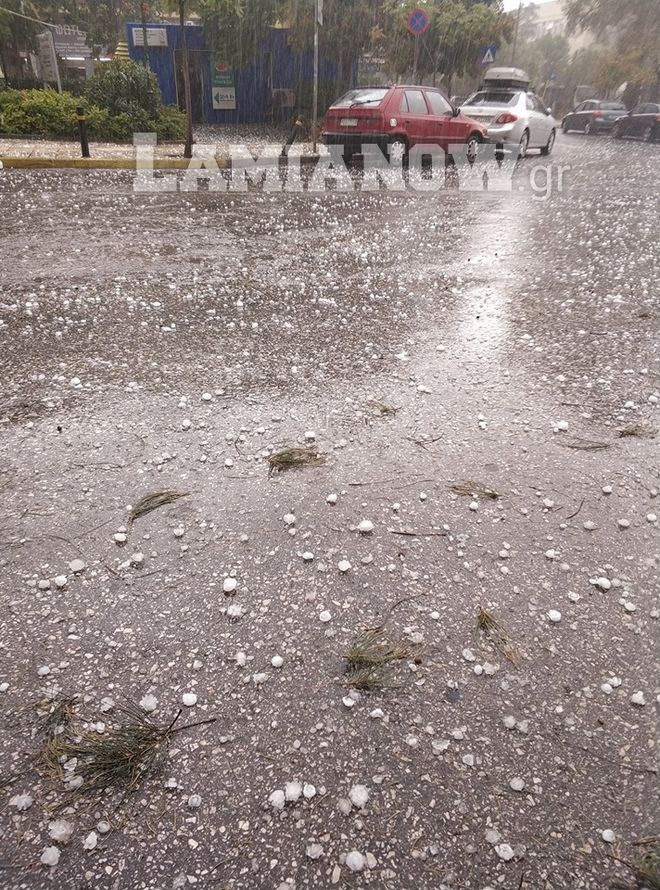 Κακοκαιρία: Ζημιές σε οχήματα προκάλεσε το χαλάζι στη Λοκρίδα