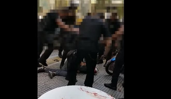 Υπέρμετρη βία από την αστυνομία στη σύλληψη του Ζακ Κωστόπουλου