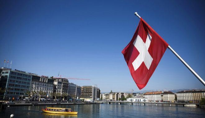 Αμείωτο ενδιαφέρον ΥΠΟΙΚ για τη φορολόγηση ελληνικών καταθέσεων στην Ελβετία