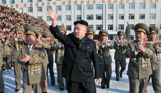 Washington Post: Γιατί ο Κιμ Γιονγκ-ουν δεν έριξε το θείο του στα σκυλιά