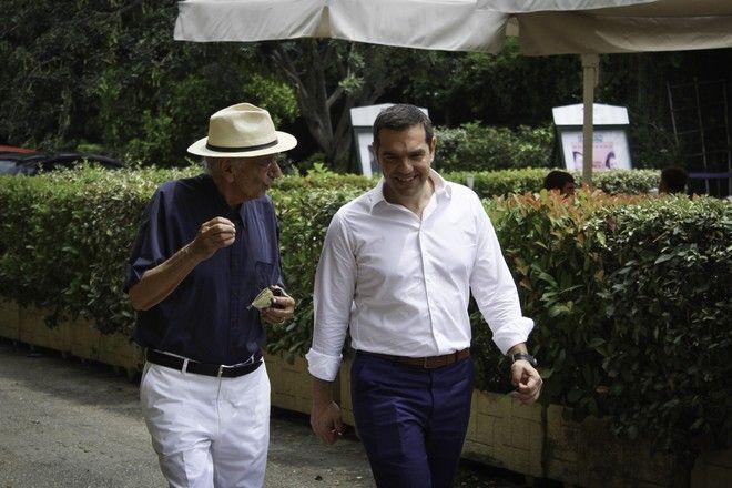 Ο πρωθυπουργός Αλέξης Τσίπρας με τον Βασίλη Βασιλικό
