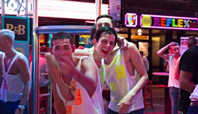 Έρευνα: Οι Βρετανοί τουρίστες κλέβουν τα ξενοδοχεία στις διακοπές τους