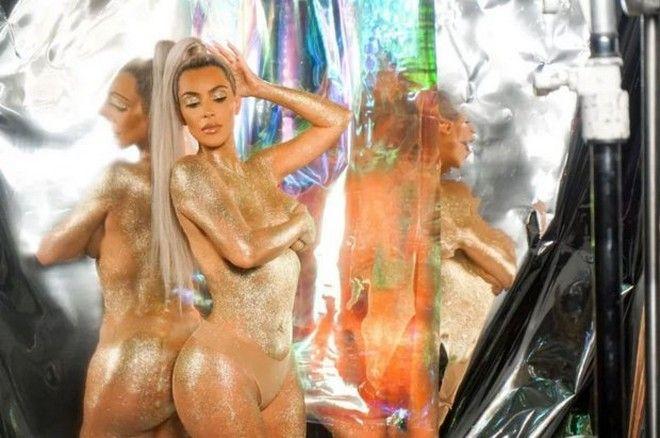 Η Κim Kardashian ξανά γυμνή: Πασπαλίστηκε με χρυσόσκονη και προκαλεί