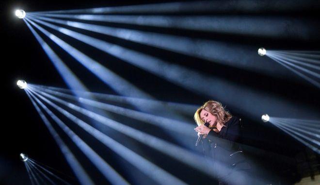 H Lara Fabian σε συναυλία της στην Ουγγαρία (Balazs Mohai/MTI via AP)