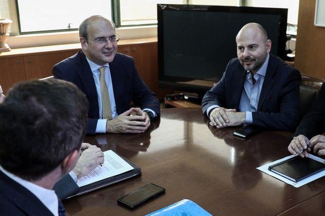 Συνάντηση του υπουργού Περιβάλλοντος και Ενέργειας, Κωστή Χατζηδάκη με τον πρόεδρο του Τεχνικού Επιμελητηρίου Ελλάδας (ΤΕΕ), Γιώργο Στασινό  την Τρίτη 29 Οκτωβρίου 2019.