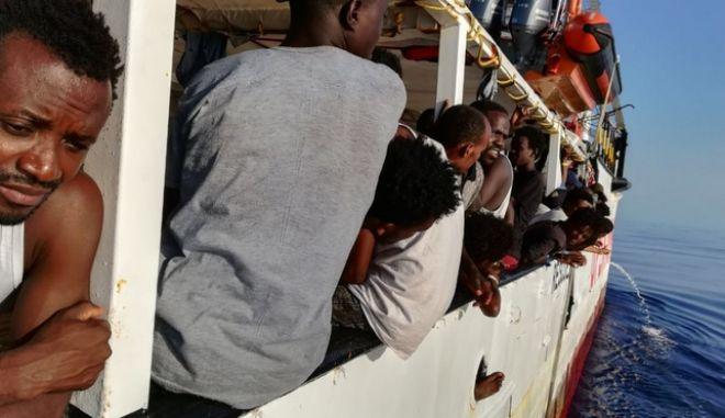 Έκκληση του προέδρου ΕΚ για βοήθεια στους αποκλεισμένους μετανάστες στο πλοίο