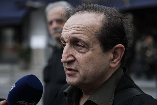 Σπύρος Μπιμπίλας στην κηδεία του ηθοποιού Κώστα Βουτσά στην Αθήνα την Παρασκευή 28 Φεβρουαρίου 2020