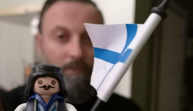"""Ο Στέλιος Μυλωνάς """"διηγείται"""" το Έπος του 1821 με φιγούρες Playmobil"""