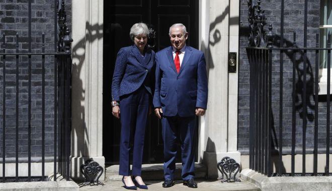Η Πρωθυπουργός της Μεγάλης Βρετανίας, Τερέζα Μέι με τον ισραηλινό Πρωθυπουργό Μπενιαμίν Νετανιάχου στη συνάντηση τους στο Λονδίνο