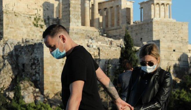 Πολίτες στην Ακρόπολη, εν μέσω πανδημίας.