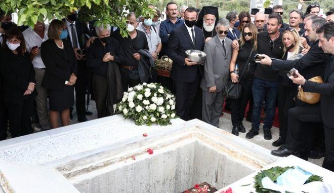 Η ταφή του Μίκη Θεοδωράκη στον Γαλατά